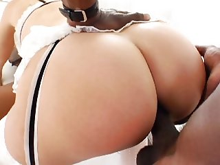 Milf in Threesome Interracial (Camaster)