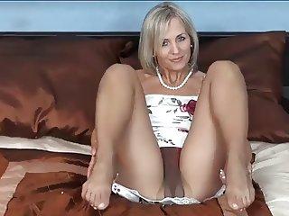 Milf ALA show nice pantyhose