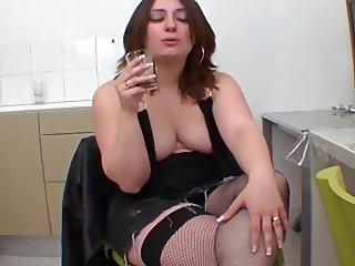 Nina, french curvy milf