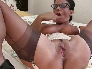 aunty plays
