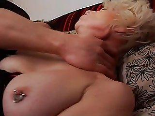 Eva se fait baiser comme une vieille catin