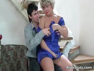 Busty mature slut gets wet pussy fucked part5