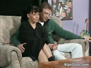 Ugly mature slut sucks two cocks part5