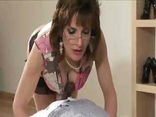 Check naughty mature brit get a cumshot