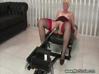 Older lady uses a fucking machine