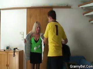 Cumshot on her granny tummy
