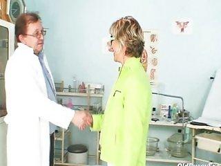 Older Vanda gyno pussy speculum checkup